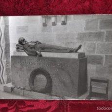 Fotografía antigua: ANTIGUA FOTOGRAFIA DE LA CATEDRAL DE SANTANDER. AÑOS 50. SEPULCRO DE MENÉNDEZ PELAYO. Lote 57864134