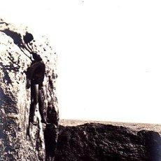Fotografía antigua: IMPRESIONANTE FOTO DE UN RESCATE DE UN MUERTO EN LA MAR - COGIDO POR EL CABELLO. Lote 57975517