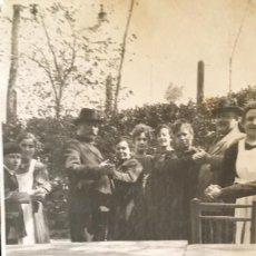 Fotografía antigua: AMANIEL DEHESA DE LA VILLA 1920 QUINTA DE LOS PERROS 13,1 X 8,3 FESTEJO FAMILIA BAILANDO COLECCION. Lote 58363613