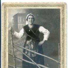 Fotografía antigua: SEÑORITA VESTIDA CON TRAJE REGIONAL ASTURIANO, WANKER, SAMA DE LANGREO, 1929 ASTURIAS. Lote 58520978