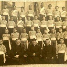 Fotografía antigua: HUESCA CLASE NIÑOS 1900 UNIFORME RAYAS FAJA COLEGIO RELIGIOSO. Lote 58541802