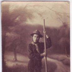 Fotografía antigua: FOTOGRAFÍA ANTIGUA EN FORMATO TARJETA POSTAL DE BOY SCOUT ESPAÑOL. ESCRITA (AÑOS 10 / 20). Lote 58555064