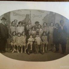Fotografía antigua: BARCELONA MODERNA FOT OVAL 1920 FAMILIA LAZARO FRENTE ANUNCIO ZEPELIN AVION ZALDO Y MILITAR GUILARTE. Lote 58655407