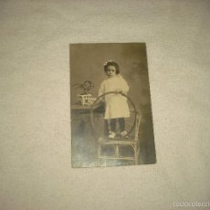 Fotografía antigua: ANTIGUA FOTO DE NIÑA CON ARO . FOTOGRAFIA ALSACIANA DE JOSE BALDE.... BARCELONA. Lote 59604943