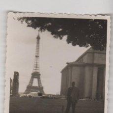 Fotografía antigua: FOTOGRAFIA ANTIGUA FOTO AÑOS 60 TORRE EIFFEL - PARIS. Lote 60608307