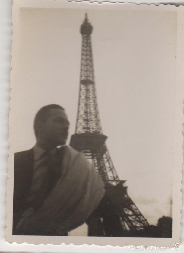 FOTOGRAFIA ANTIGUA FOTO AÑOS 60 TORRE EIFFEL - PARIS (Fotografía Antigua - Tarjeta Postal)
