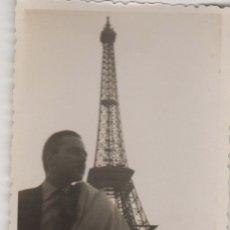 Fotografía antigua: FOTOGRAFIA ANTIGUA FOTO AÑOS 60 TORRE EIFFEL - PARIS. Lote 60608363