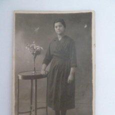 Fotografía antigua: ANTIGUA FOTO - TARJETA POSTAL , SEÑORA MADRID , FOTO ESTUDIO MONTERA AÑOS 30 . Lote 62110048