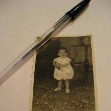 Fotografía antigua: ANTIGUA FOTO FOTOGRAFIA NIÑO CON COCHECITO DE JUGUETE. Lote 63012128