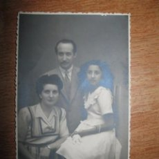Fotografía antigua: POSTAL FOTO VILLENA FAMILIA AÑOS 40. Lote 64157663