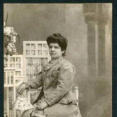 Fotografía antigua: SEÑORA CON BOLSITO Y ABANICO. F: DERREY. VALENCIA. 1909. Lote 64927087