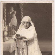 Fotografía antigua: ANTIGUA FOTOGRAFÍA - POST CARD - NIÑA DE PRIMERA COMUNIÓN. Lote 67006030