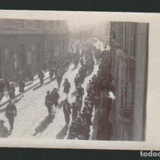 Fotografía antigua: CÁDIZ.POSTAL FOTOGRÁFICA DE UN DESFILE POR IDENTIFICAR POR EL PASEO CANALEJAS.AÑOS 30-40.. Lote 67338405