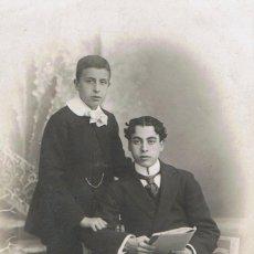 Fotografía antigua: FOTO RETRATO DE DOS ADOLESCENTES. CA.1910. FOTÓGRAFO: J. FABREGAT. BARCELONA.. Lote 67569557
