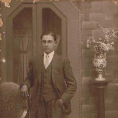 Fotografía antigua: FOTO RETRATO DE JOVEN POSANDO. CA.1930-1931. FOT: VICENTE VALLÉS. ARIBAU 12. BARCELONA.. Lote 68633877