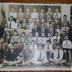 Fotografía antigua: ANTIGUA FOTO GRUPO ALUMNOS COLEGIO MARISTAS DE VALENCIA. AÑOS 50- 8'5X13'5 CM. TARJETA POSTAL . Lote 70034175