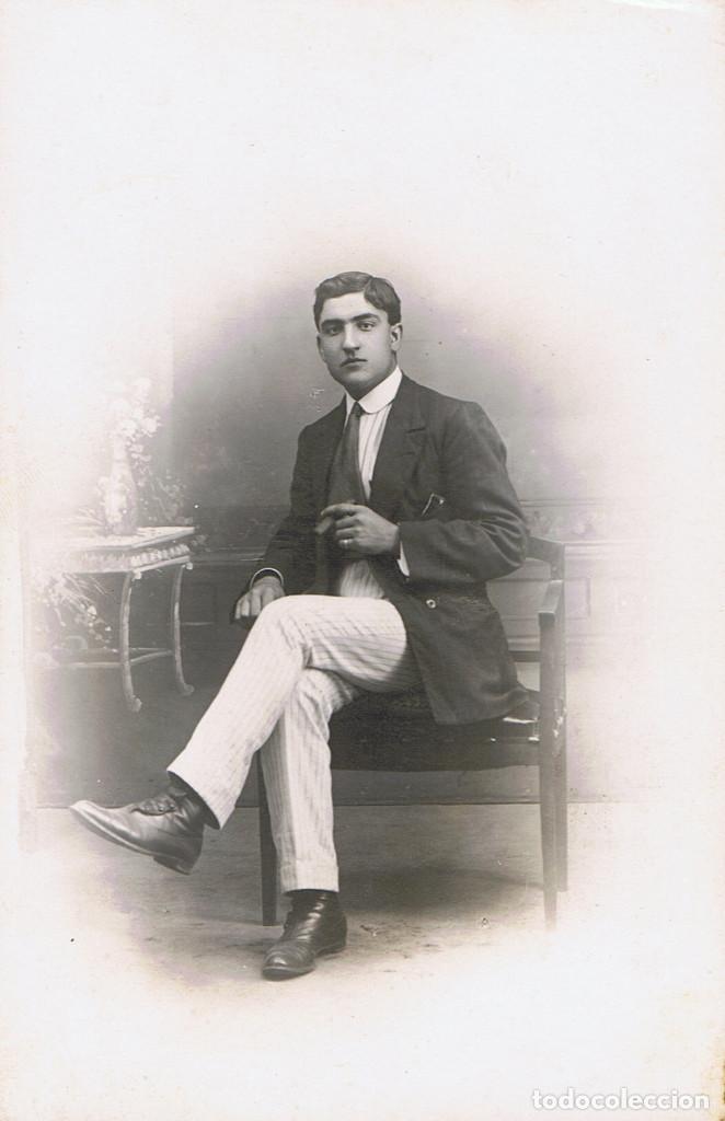 Fotografía antigua: RETRATOS DEL MISMO JOVEN POSANDO Y VESTIDO DE TORERO. CA.1915. FOT. AMER Y ALONSO. BARCELONA. - Foto 2 - 71673739