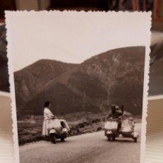Fotografía antigua: FOTOGRAFIA ANTIGUA - FOTO VESPA SIDECAR - AÑOS 50. Lote 74626375