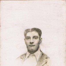 Fotografía antigua: FOTOGRAFÍA DE DIBUJO DE JOVEN RETRATADO A LÁPIZ. CA.1925. FOT.: PHOTO-RAPHAEL. BARCELONA.. Lote 75497519