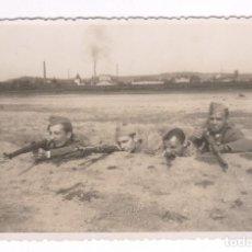 Fotografía antigua: MELILLA PROBABLEMENTE, GRUPO DE SOLDADOS DISPARANDO, 1920'S.. Lote 76224003