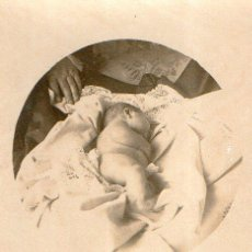 Fotografía antigua: FOTO POSTAL DE NIÑO MUERTO .RECIEN NACIDO. Lote 76553919