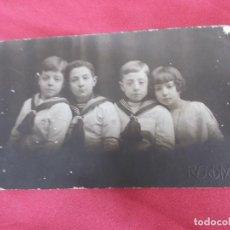 Fotografía antigua: ANTIGUA TARJETA POSTAL. SELLO RENOM. BARCELONA. NIÑA ACOMPAÑADA DE TRES NIÑOS CON TRAJE MARINERO.. Lote 76768499