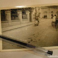 Fotografía antigua: ANTIGUA FOTO FOTOGRAFIA DE PASEO CON LA VESPA (17). Lote 77094373