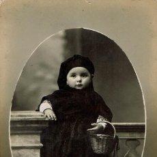 Fotografía antigua: FTO.RETRATO DE NIÑA VESTIDA DE TRAJE REGIONAL DE ARAGON. CA. 1915. FOT.: SERRA MARTÍ. BARCELONA.. Lote 79987417