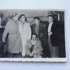 Fotografía antigua: AMIGOS EN UN BAR / FOTO ESTUDIO BEUMZA / SANGUESA / NAVARRA. Lote 80597158
