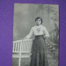 Fotografía antigua: ANTIGUA FOTO POSTAL 1911 // RETRATO MUJER. Lote 81751088