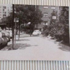 Fotografía antigua: FOTOGRAFIA ANTIGUA - COCHES EN LA CALLE. Lote 83425484