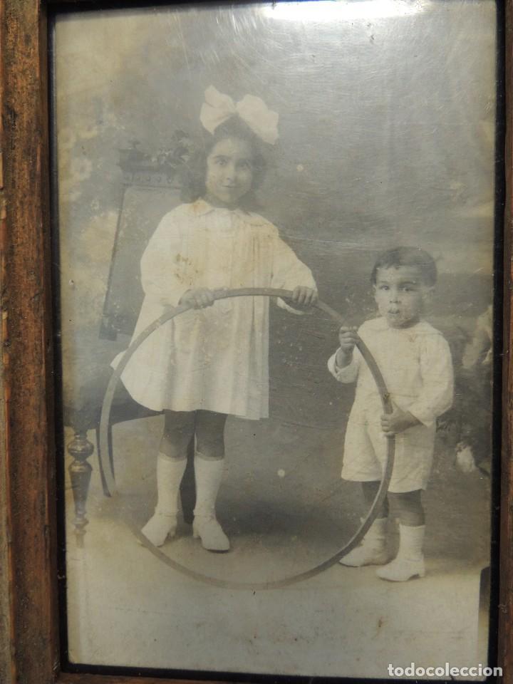 Fotografía antigua: fotografia niños con aro enmarcada - Foto 2 - 85089232