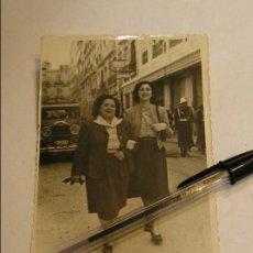 Fotografía antigua: 1 ANTIGUA FOTO FOTOGRAFIA MUJERES ANTE COCHE ANTIGUO (17). Lote 86516604