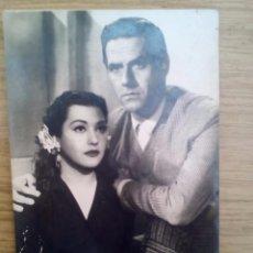 Fotografía antigua: POSTAL DE MARIO CABRE Y ESMERALDA DE SIEMPRE CARMEN (1953) - FILMAFFINITY. Lote 87140780