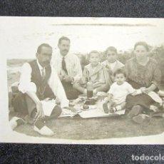 Fotografía antigua: ANTIGUA FOTOGRAFÍA FAMILIA HACIENDO PICNIC EN SAN RAFAEL, SEGOVIA. AÑO 1924. . Lote 87492508