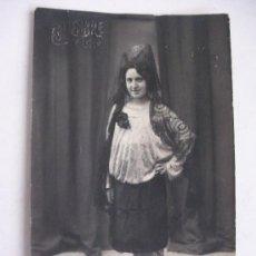 Old photograph - RETRATO DE SEÑORITA CON PEINETA Y MANTILLA , AÑOS 10 . DE ESQUEMBRE , ELCHE - 89813144