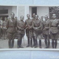 Fotografía antigua: GUERRA CIVIL : FOTO DE UN GRUPO DE OFICIALES NACIONALES , SEVILLA . DE KODAK. Lote 218836892