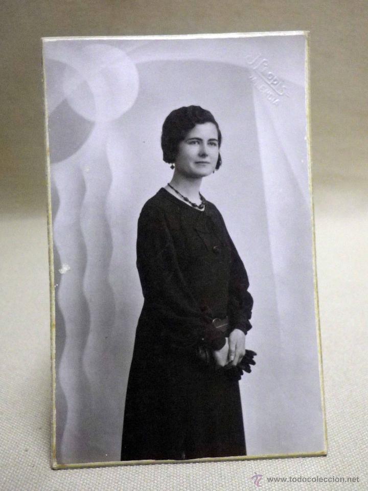 FOTOGRAFIA ANTIGUA, TARJETA POSTAL, SEÑORITA, ESTUDIO, J. LLOPIS, VALENCIA, 1930S (Fotografía Antigua - Tarjeta Postal)