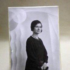 Fotografía antigua: FOTOGRAFIA ANTIGUA, TARJETA POSTAL, SEÑORITA, ESTUDIO, J. LLOPIS, VALENCIA, 1930S. Lote 91641395