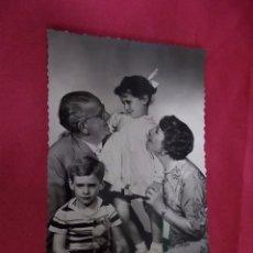 Fotografía antigua: ANTIGUA FOTOGRAFIA . FAMILIA POSANDO. 212/3.. Lote 92205140