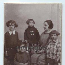 Fotografía antigua: RETRATO FAMILIAR. HARO HERMANOS FOTÓGRAFOS. CARTAGENA, MURCIA.. Lote 92434380