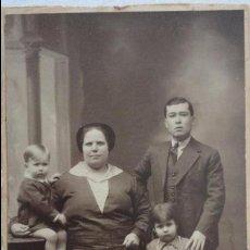 Fotografía antigua: ANTIGUA FOTO POSTAL FAMILIAR.FOTO DIODORO.LARACHE-TETUAN.AÑOS 40?. Lote 92740475