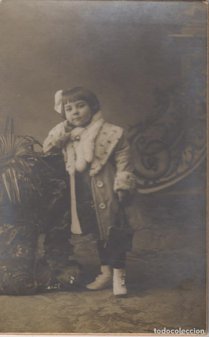 ANTIGUA TARGETA POSTAL DE UNA NIÑA - FOTOGRAFIA DE BAÑOS BARCELONA (Fotografía Antigua - Tarjeta Postal)
