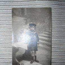 Fotografía antigua: ANTIGUA POSTAL FOTOGRAFICA NIÑO POSANDO - PRINCIPIOS SIGLO XX. Lote 99951067