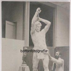 Fotografía antigua: ENRIC CLARASÓ (1857-1941) ESCULTOR CATALÁN, FOTOGRAFÍA : FRANCESC SERRA, SELLO SECO.. Lote 100905039