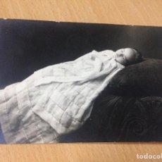 Fotografía antigua: ANTIGUA FOTOGRAFIA TARJETA POSTAL NIÑO POST MORTEM. Lote 101003963