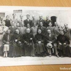 Fotografía antigua: ANTIGUA FOTOGRAFIA TARJETA POSTAL ANIMADA PERSONAJES DE YECLA ? MURCIA RELIGIOSOS. Lote 101092627