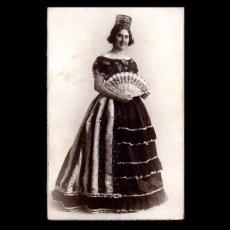 Photographie ancienne: FOTOGRAFIA ANTIGUA, TARJETA POSTAL, CARTON GRUESO, FOTOG. J. DERREY, AÑOS 1930, MUJER CON PEINETA.. Lote 102021459