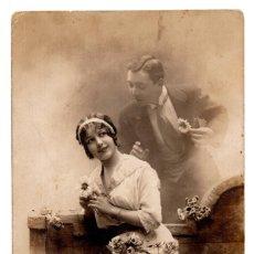 Fotografía antigua: FOTOGRAFÍA POSTAL PAREJA DE ENAMORADOS. Lote 103483319