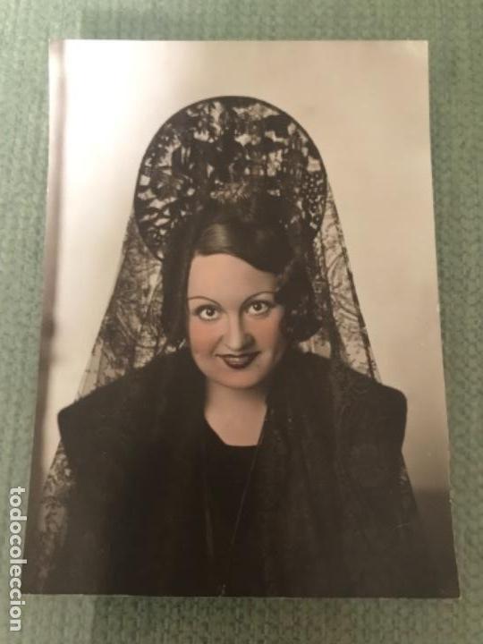 ANTIGUA FOTOGRAFÍA POSTAL MUJER DE MANTILLA COLOREADA - AÑOS 40 (Fotografía Antigua - Tarjeta Postal)